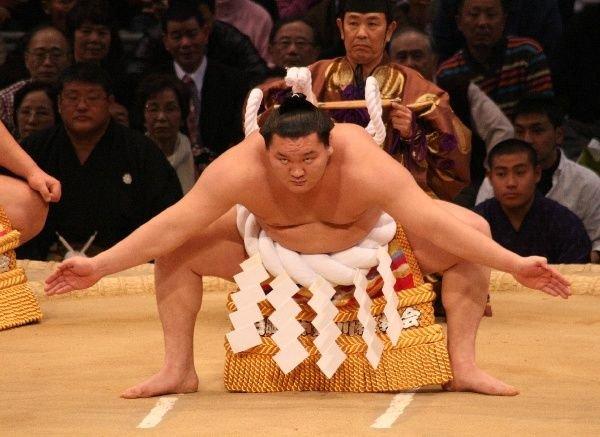 1716186-Yokozuna-Hakuho-performs-the-dohyo-iri-01